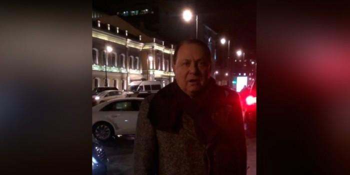 В Москве нарушитель ПДД с госномерами АМР напал на пешехода