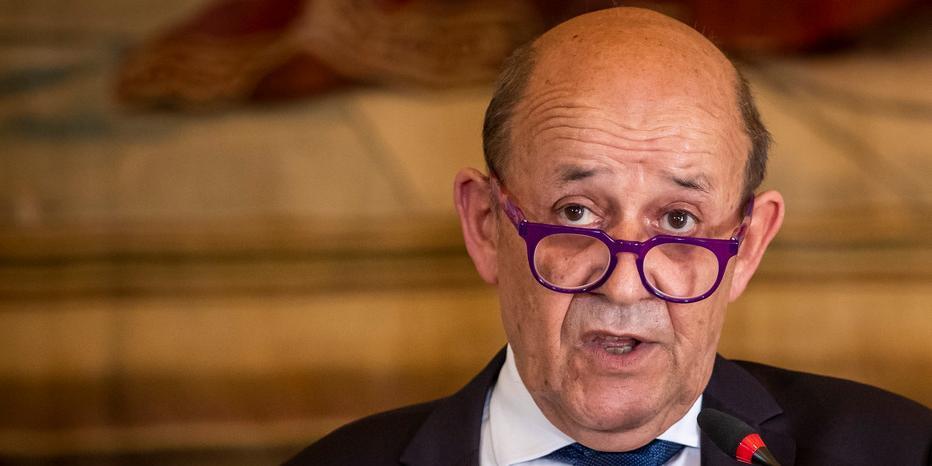 """Париж назвал """"ударом в спину"""" решение Австралии по французским подлодкам"""