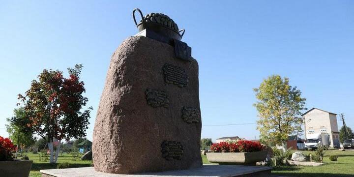 В Белоруссии установили неоднозначный памятник картошке