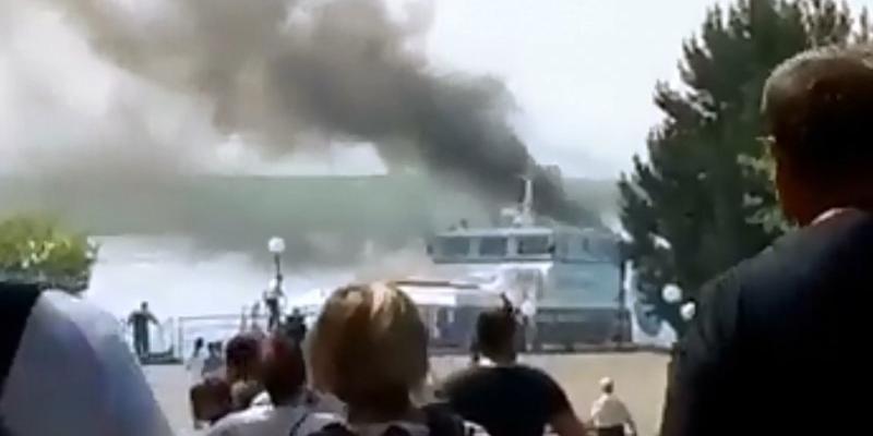 В Иркутске загорелся пассажирский теплоход с 78 пассажирами