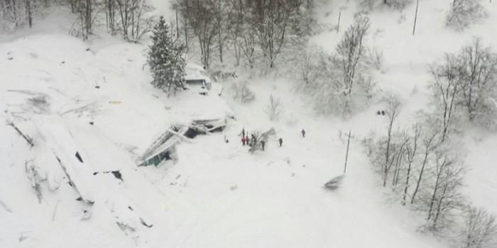 В заваленном лавиной итальянском отеле нашли выживших