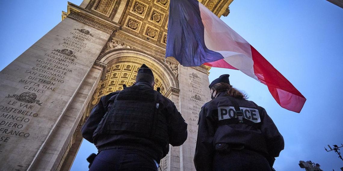 Во Франции вводят запрет на распространение фото с полицией