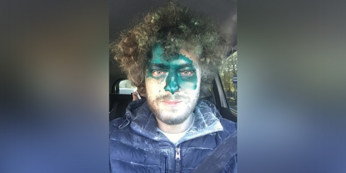 Блогера Варламова вновь облили зеленкой в Ставрополе и протаранили его автомобиль
