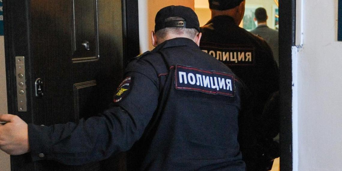 У начальника ГИБДД в Ростовской области при обыске нашли дорогие украшения и оружие