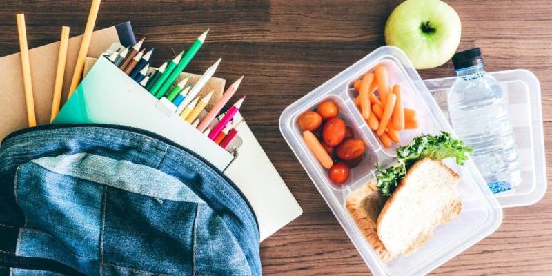 Роспотребнадзор запретил школьникам питаться домашней едой на учебе
