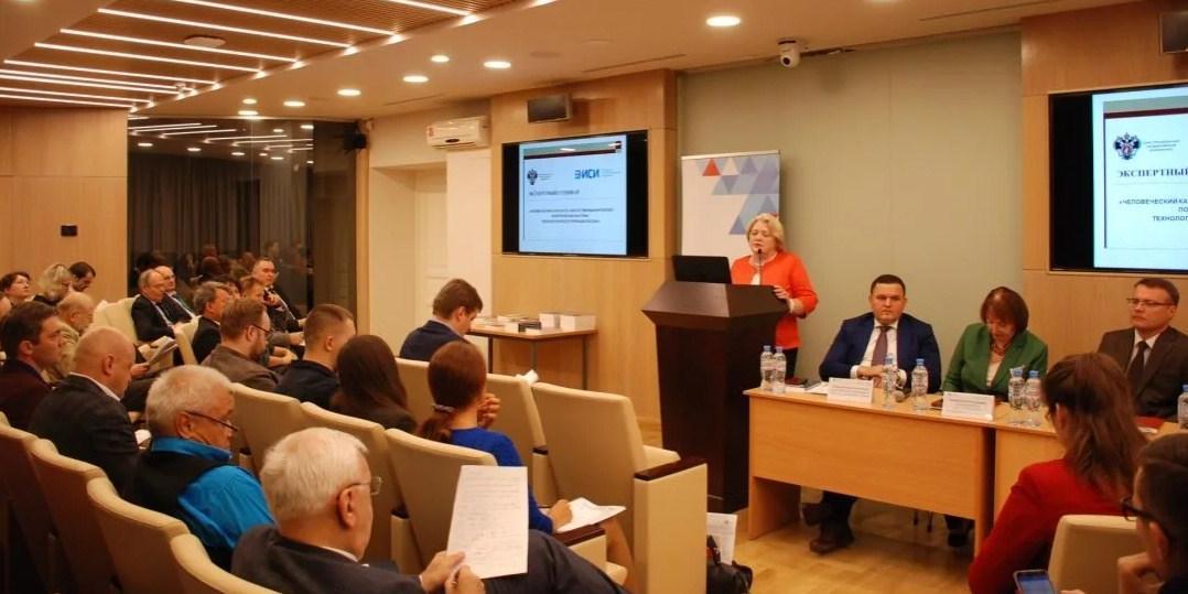 """Эксперты ЭИСИ обсудили запуск марафона """"Новое знание"""" и роль образовательных проектов в современных реалиях"""