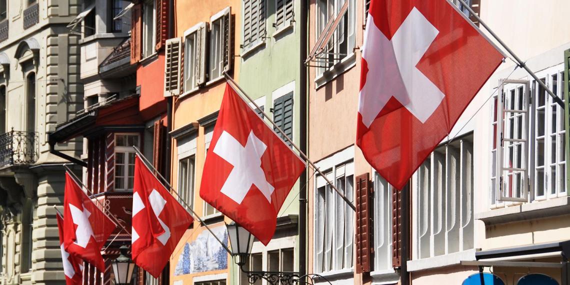 Власти Швейцарии ввели штрафы до 1390 евро за несоблюдение масочного режима и карантина