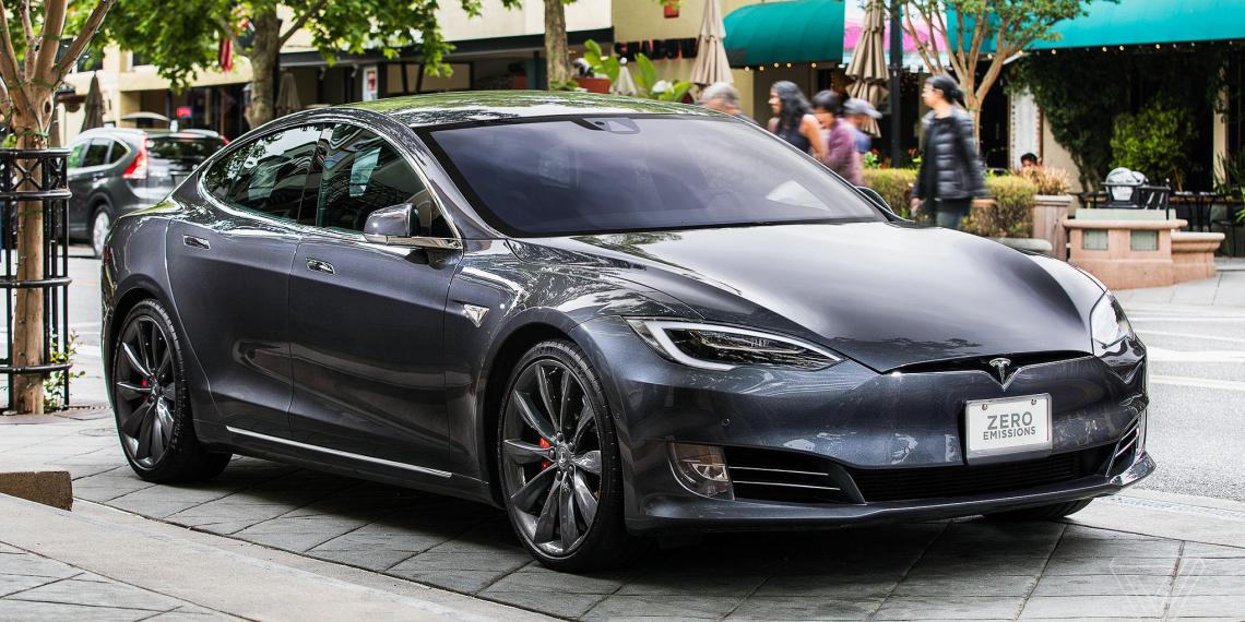 В автомобилях Tesla нашли нецензурные голосовые команды