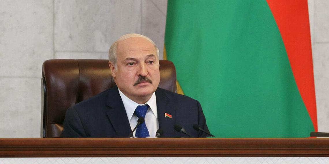 Лукашенко пообещал с истребителями посадить самолет Байдена в Минске