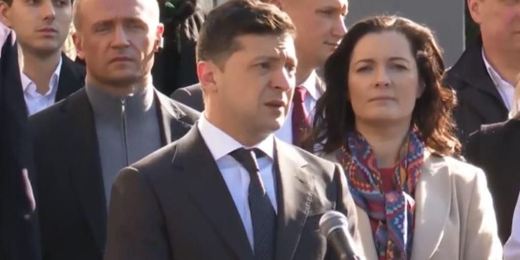 Зеленский проигнорировал вопросы жительницы Донецка, назвавшей его предателем