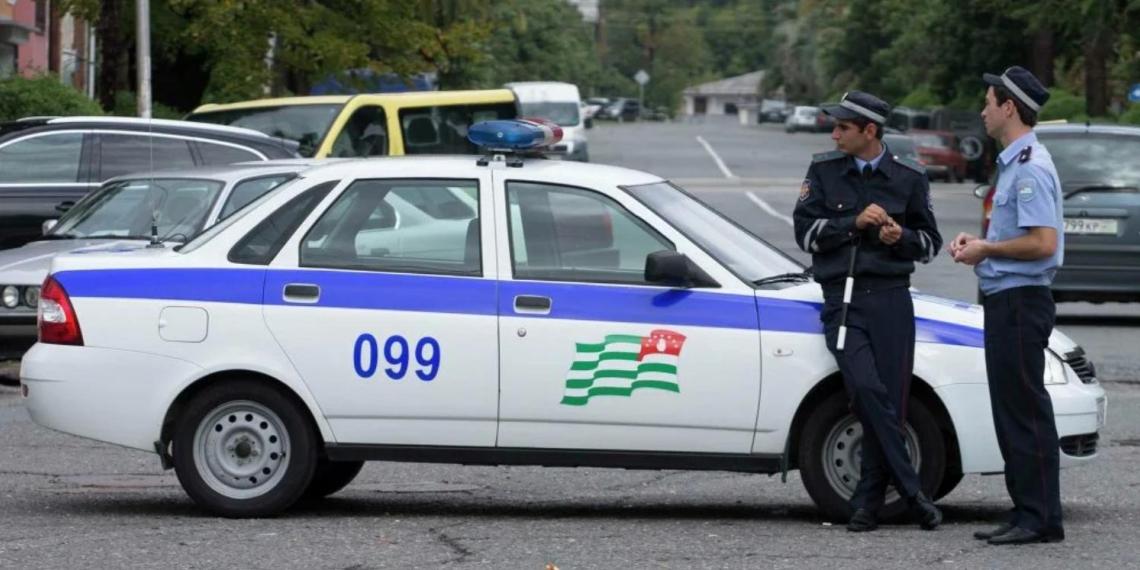 Абхазским гаишникам запретили останавливать авто с российскими номерами без веских причин