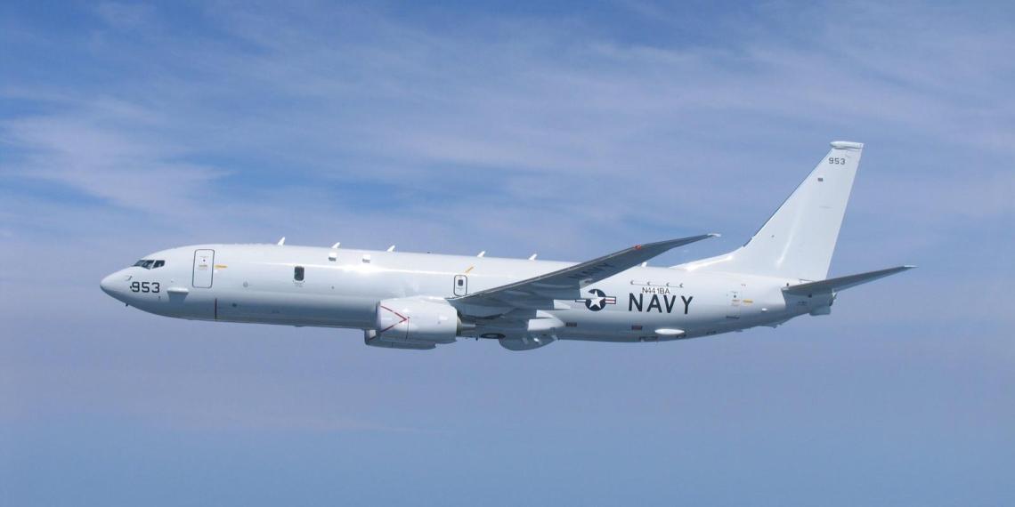 Китайский эсминец направил лазер на самолет-разведчик США