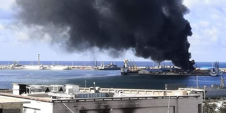 Ливийская национальная армия атаковала турецкое судно с оружием в порту Триполи