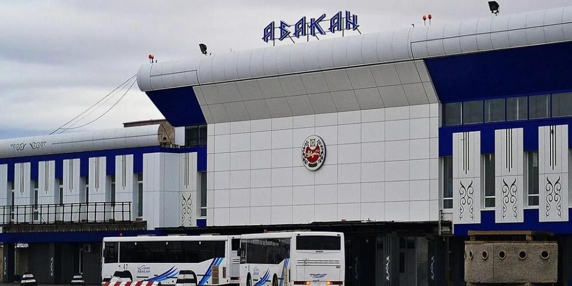 Правительство рассмотрит предложение Общественной палаты о присвоении аэропорту Абакана имени Василия Тихонова.