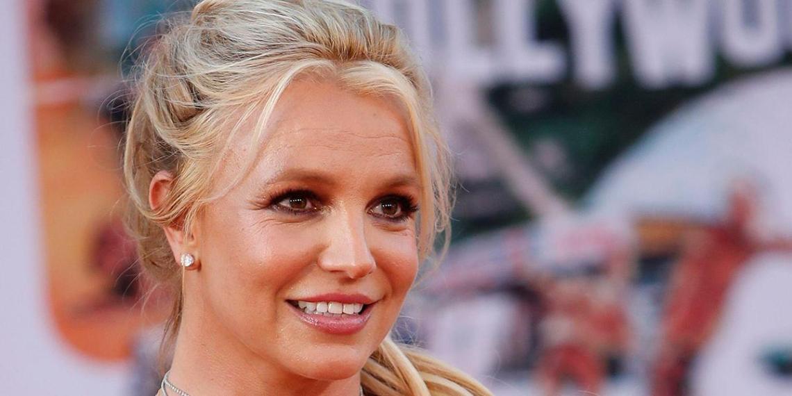 """""""Помогает почувствовать себя просветленной"""": Бритни Спирс раскрыла, зачем постоянно показывает голую грудь"""