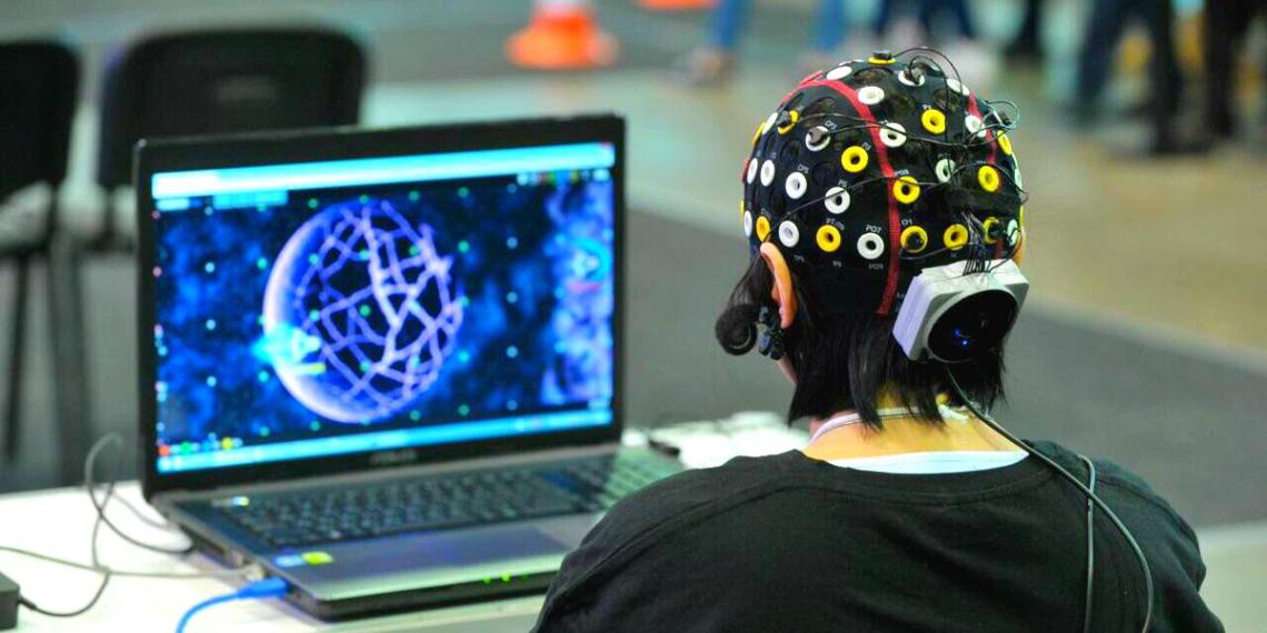 В США создали трансформирующий мысли в текст нейропротез