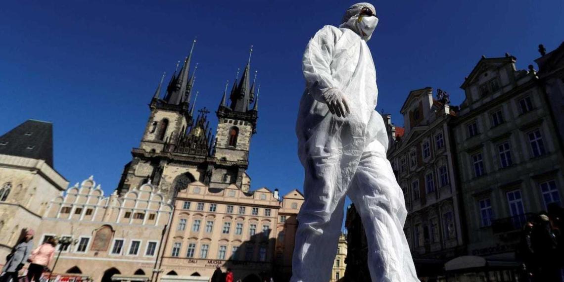 Чехия закрывает все магазины и вводит новые ограничения из-за резкого роста числа заболевших