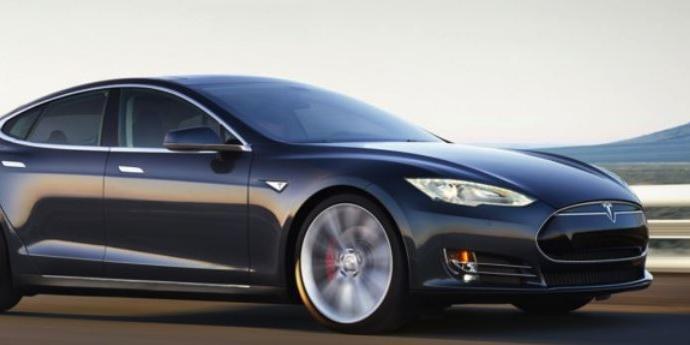 Илон Маск рассказал о Tesla с двумя двигателями