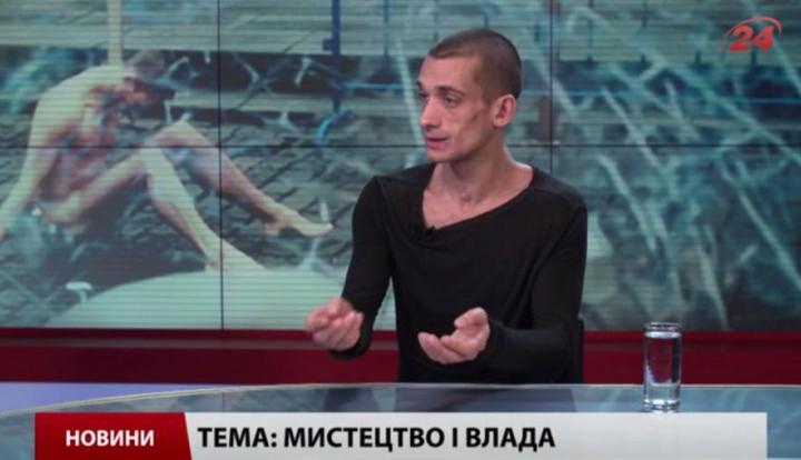 """Павленский, прибивший свои гениталии на Красной площади, стал """"экспертом по экономике РФ"""""""
