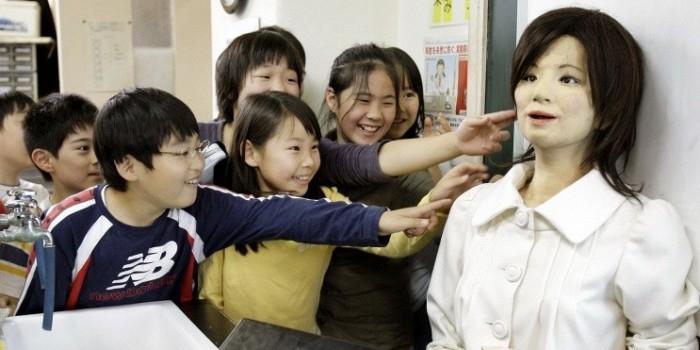 Говорящий робот-гуманоид впервые в мире поступил в среднюю школу