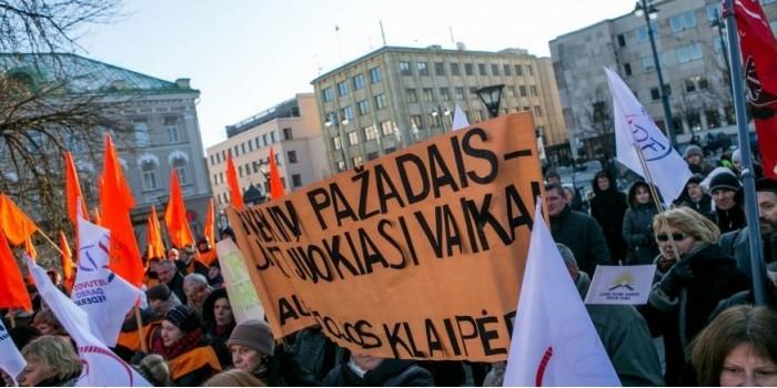 Премьер Литвы обвинил бастующих учителей в связи с Кремлем