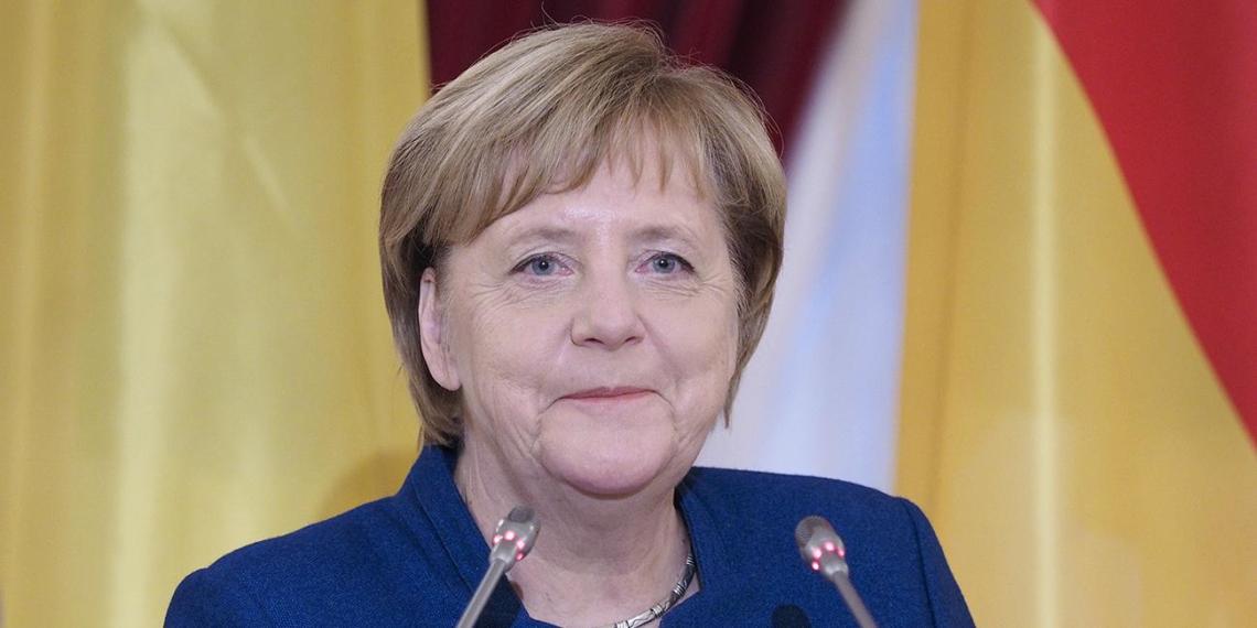 Меркель ответила на просьбу жителей омской деревни отремонтировать дорогу