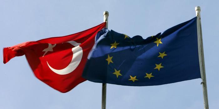 Евросоюз на год продлил санкции против Турции
