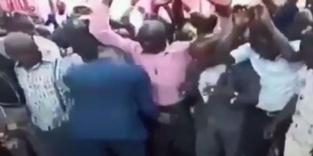 Священник увеличивает женскую грудь и мужские пенисы c помощью массажа