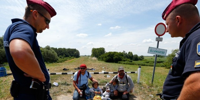 Венгрия начала возведение стены на границе с Сербией для защиты от нелегалов