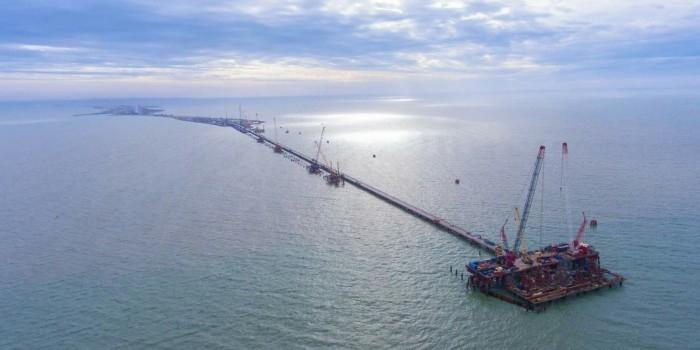 Чиновники объяснили заморозку строительства дорог расходами на Керченский мост
