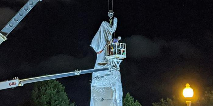 В США снесли более 30 памятников Колумбу за 4 месяца