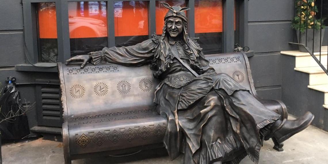 В Лондоне украли скульптуру Бабы-Яги и продали на аукционе