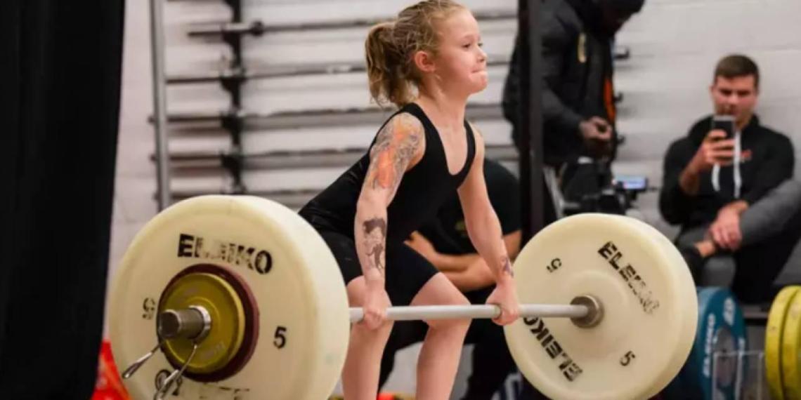 Семилетняя школьница подняла штангу весом 80 кг