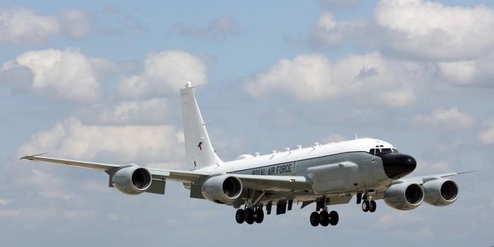 Британский самолет-разведчик у границ России отследили через смартфоны