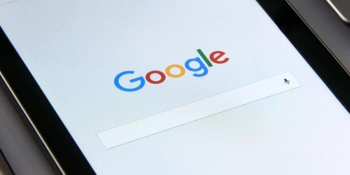 """Роскомнадзор потребовал от Google убрать ограничения с мобильного приложения """"Улица Героев"""""""