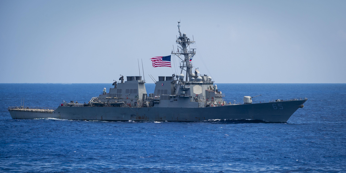 Китай обвинил США в нарушении границ военным кораблем