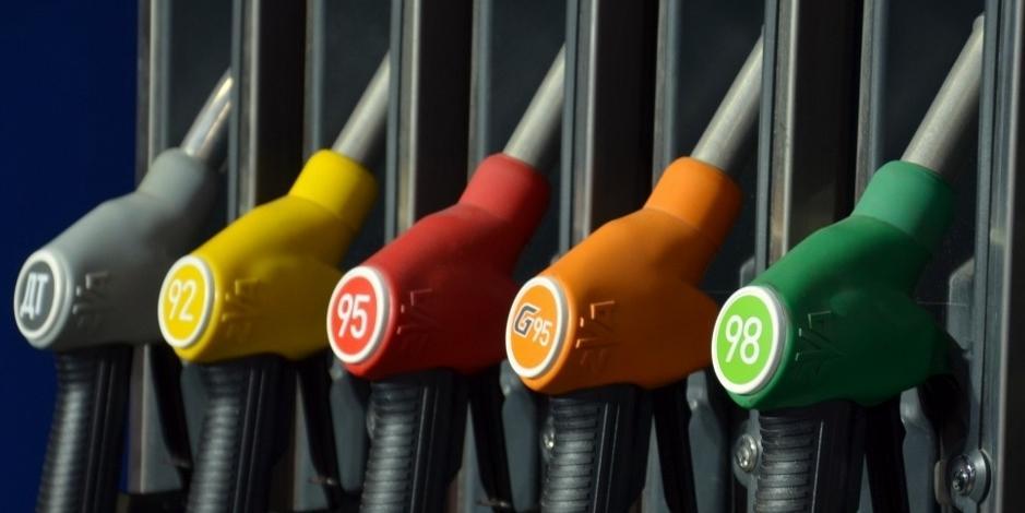 Правительство отказалось от регулирования цен на бензин