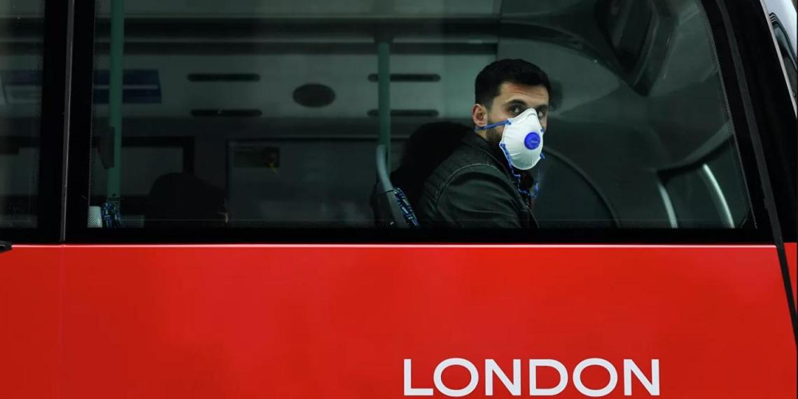 """Мэр Лондона объявил режим ЧС: """"Ситуация вышла из-под контроля, больницы переполнены"""""""