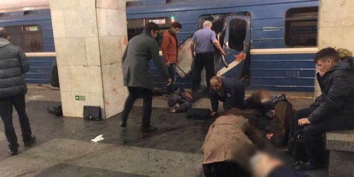 В метро Санкт-Петербурга произошел взрыв, есть жертвы