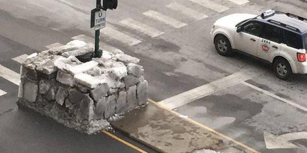 Житель Чикаго построил иглу из неубранного с дороги льда