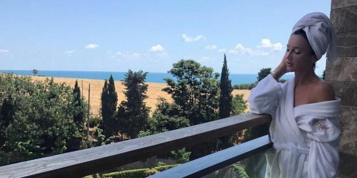 Бузовой запретят въезд на Украину за концерт в Крыму