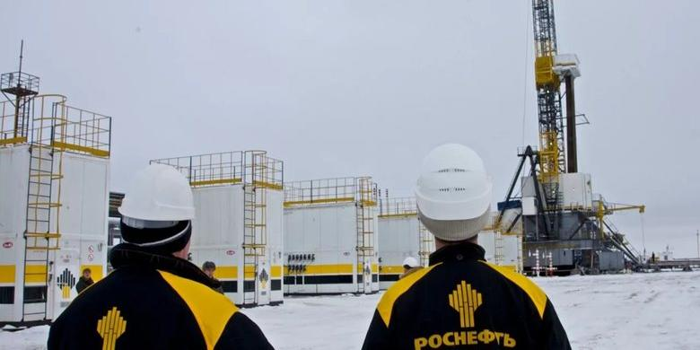 """Китайская CEFC отложила покупку акций """"Роснефти"""" за $9 млрд"""