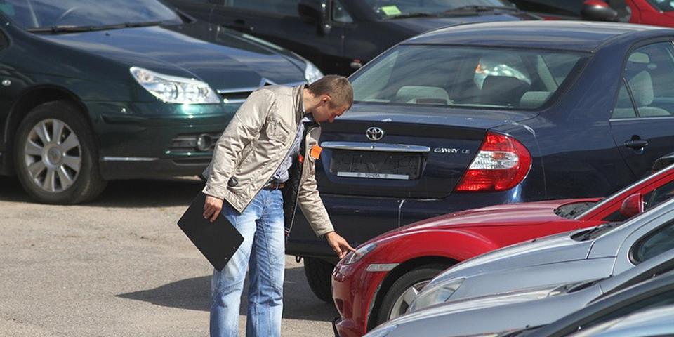 """В России хотят запретить продажу подержанных машин """"из рук в руки"""""""