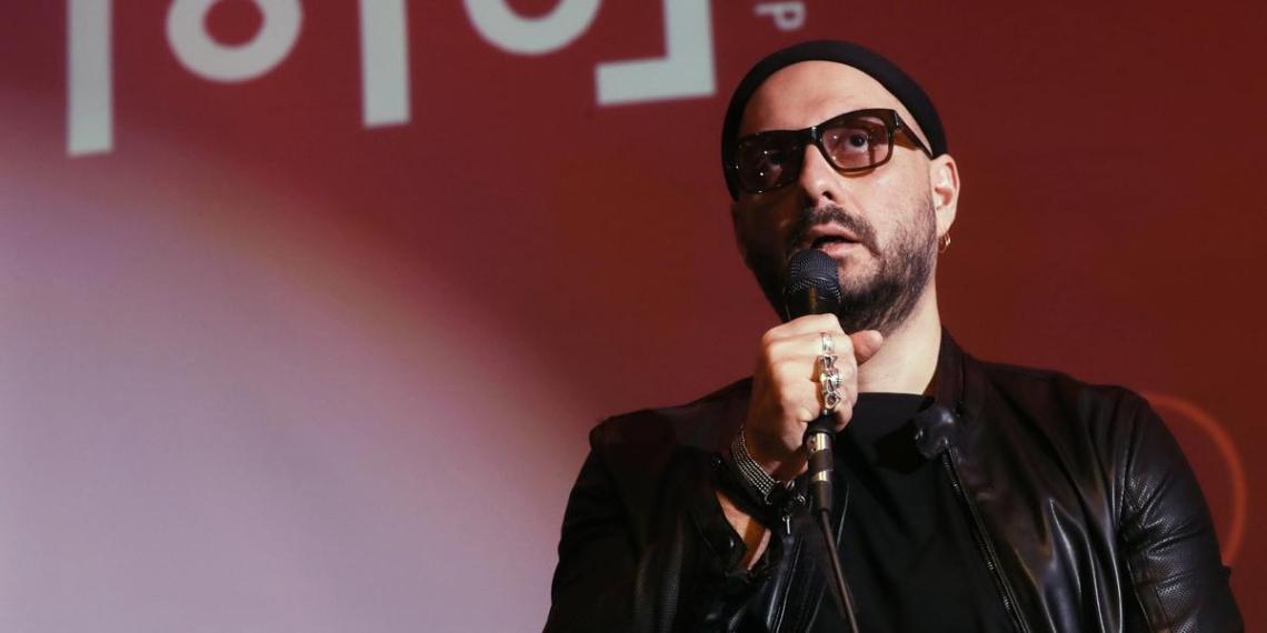 Серебренников похвалил театр, попросивший у россиян денег на туалет