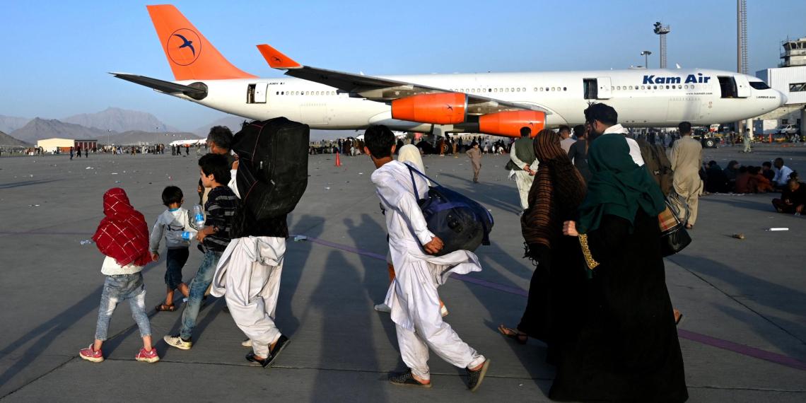 СМИ: США разослали тысячам беженцев из Афганистана недействительные визы