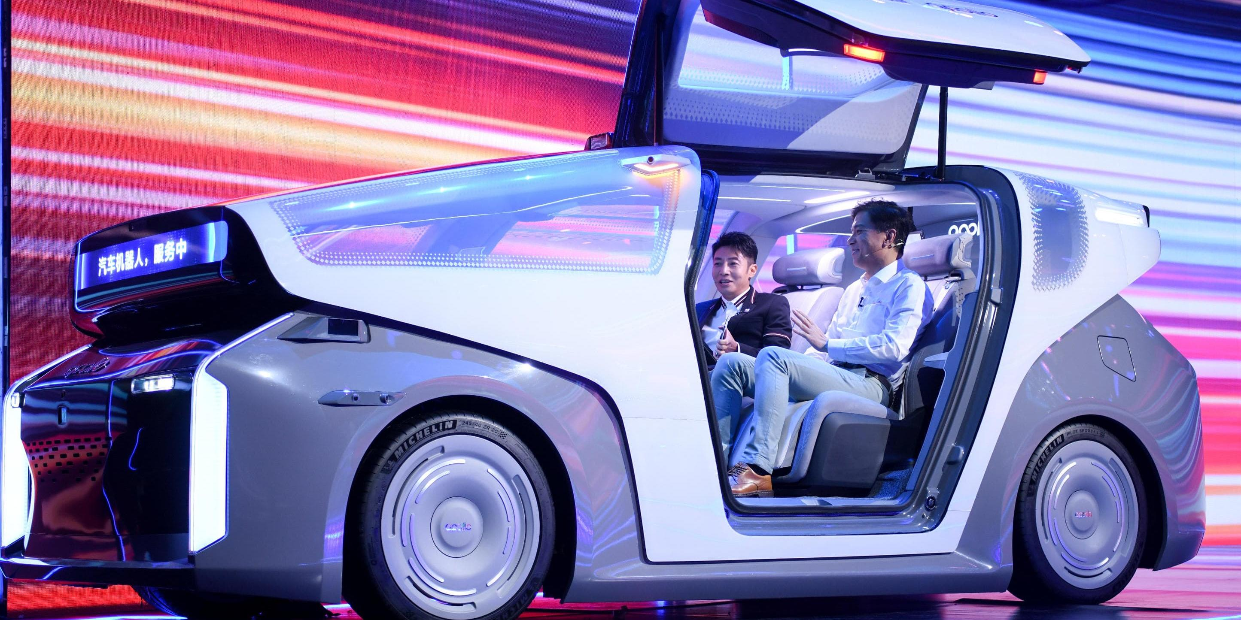 """""""Китайский Google"""" показал гибрид робота и автомобиля"""