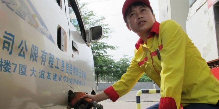 Власти Китая в пятый раз за полгода снизили цены на бензин