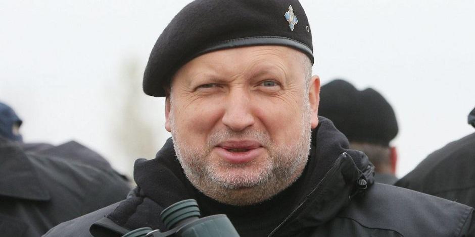 Турчинов рассказал, что мешает Украине объявить России войну