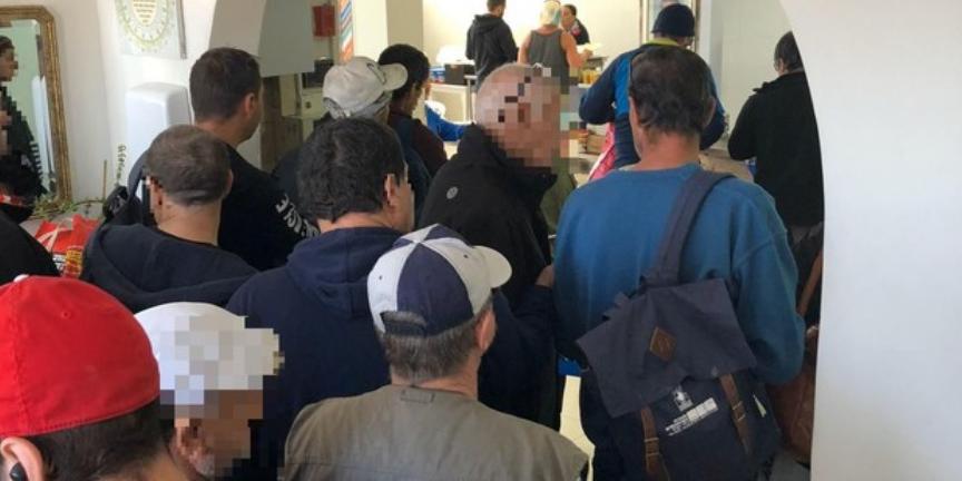 Россияне с украинцами притворялись израильскими бездомными ради бесплатной еды