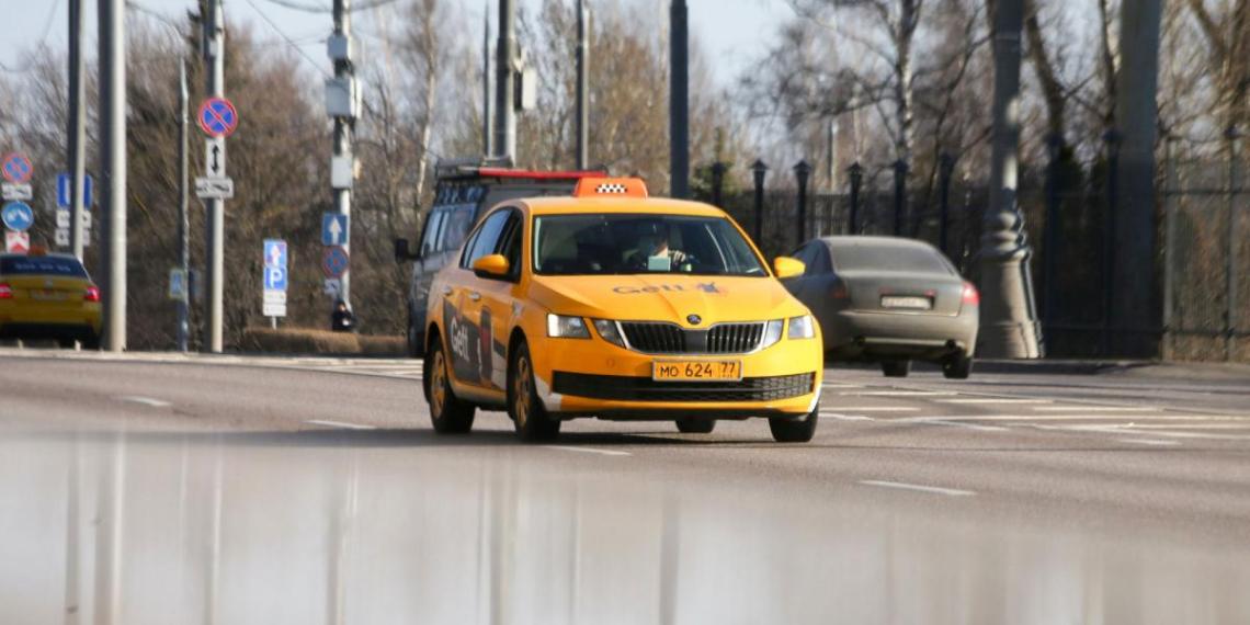 В Москве девушка забыла телефон в такси и недосчиталась 2 млн рублей на счету